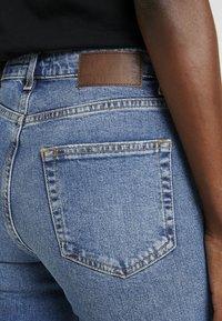 PIECES Tall - PCLEAH MOM - Jeans Skinny Fit - medium blue denim - 4
