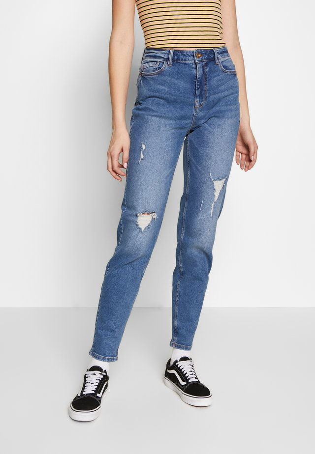 PCKESIA MOM DESTROY - Relaxed fit jeans - medium blue denim