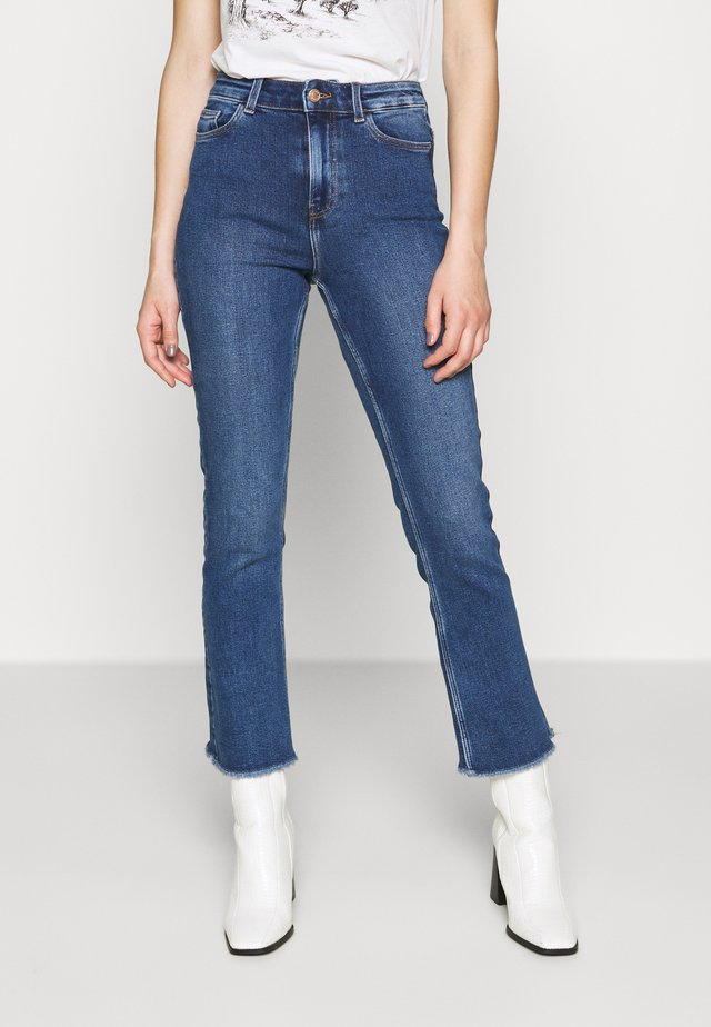 PCKAMELIA KICK  - Flared jeans - medium blue denim