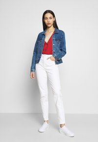 PIECES Tall - PCLEAH MOM - Jeans relaxed fit - bright white - 1