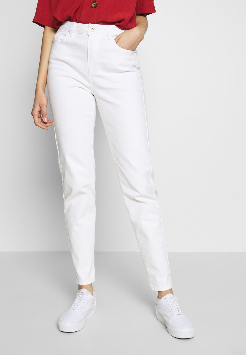 PIECES Tall - PCLEAH MOM - Jeans relaxed fit - bright white