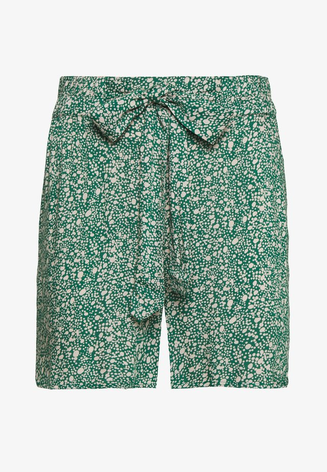 PCNYA TALL - Shorts - verdant green