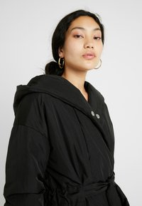 PIECES Tall - PCEMILIE LONG ACKET - Parka - black - 3