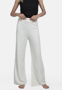 Pierre Robert - Pantalon classique - cream - 0