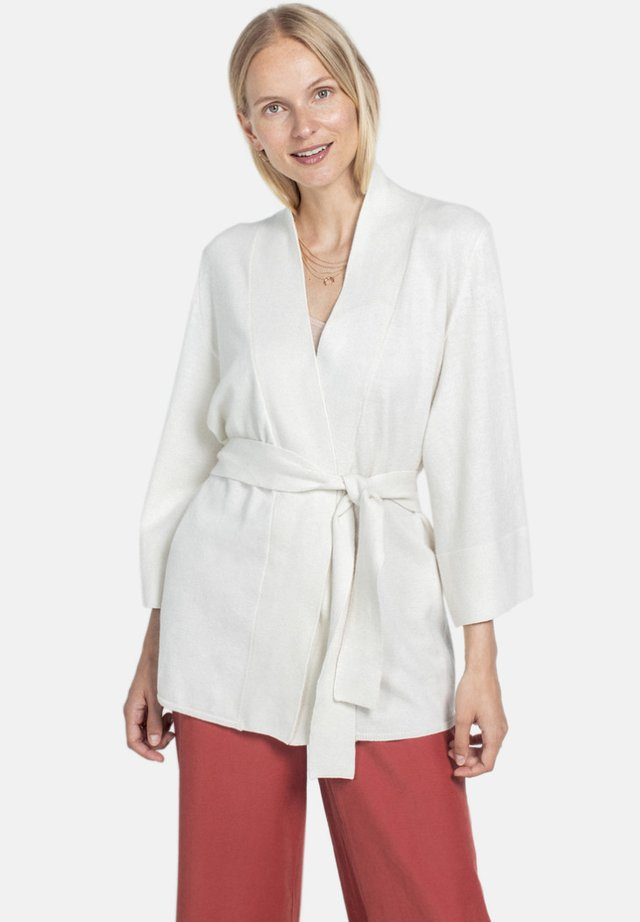 SKAVLAN - Vest - off-white