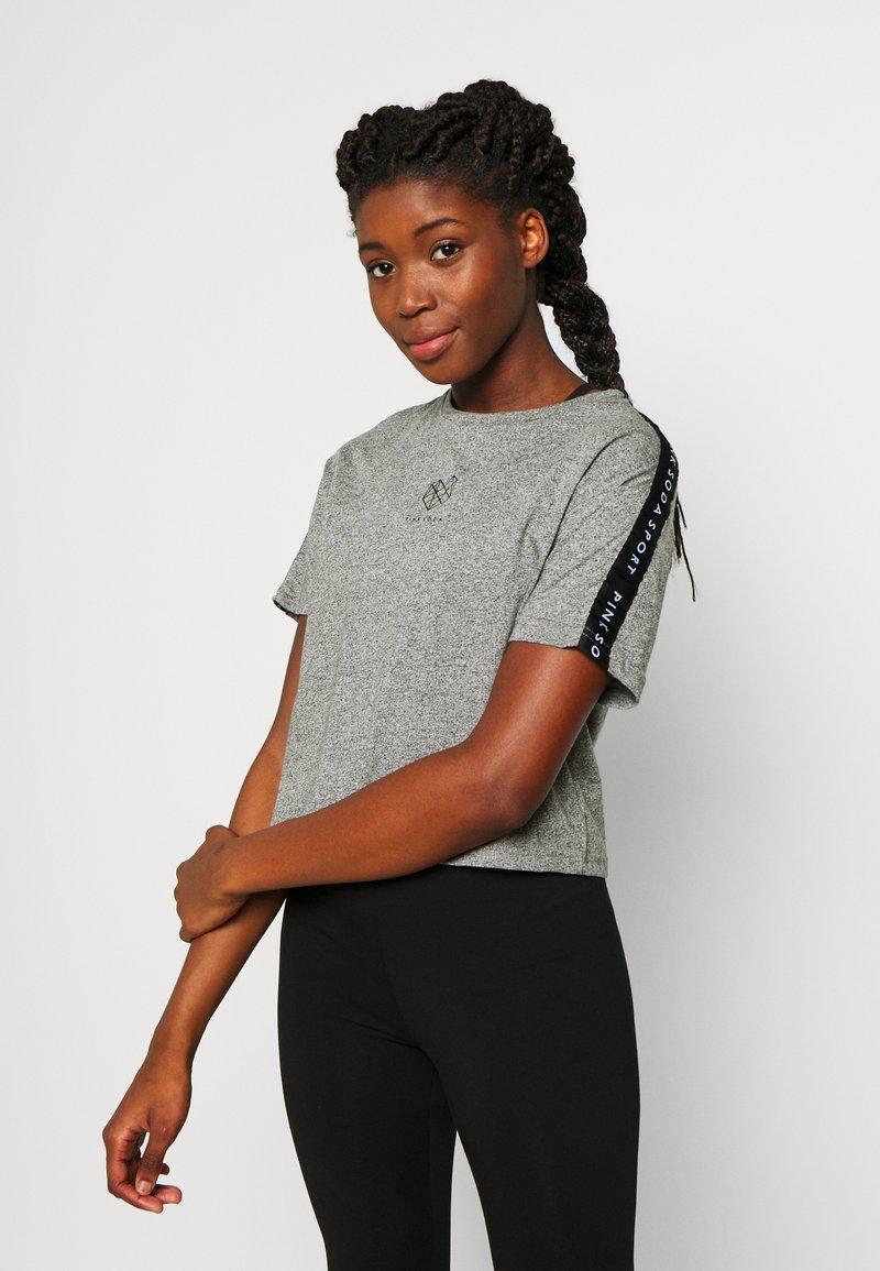 Pink Soda - BILLOW TAPE - T-shirt med print - mid grey grindle