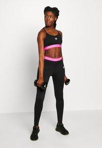Pink Soda - KNOCKOUT BRA - Sports-BH - black/pink - 1