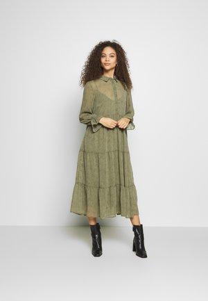 PCRYA MIDI DRESS - Skjortklänning - deep lichen green