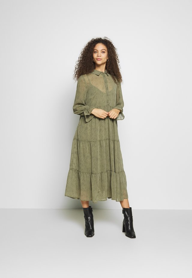 PCRYA MIDI DRESS - Skjortklänning - deep lichen green