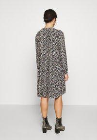 Pieces Petite - PCFRYA DRESS - Korte jurk - black - 2