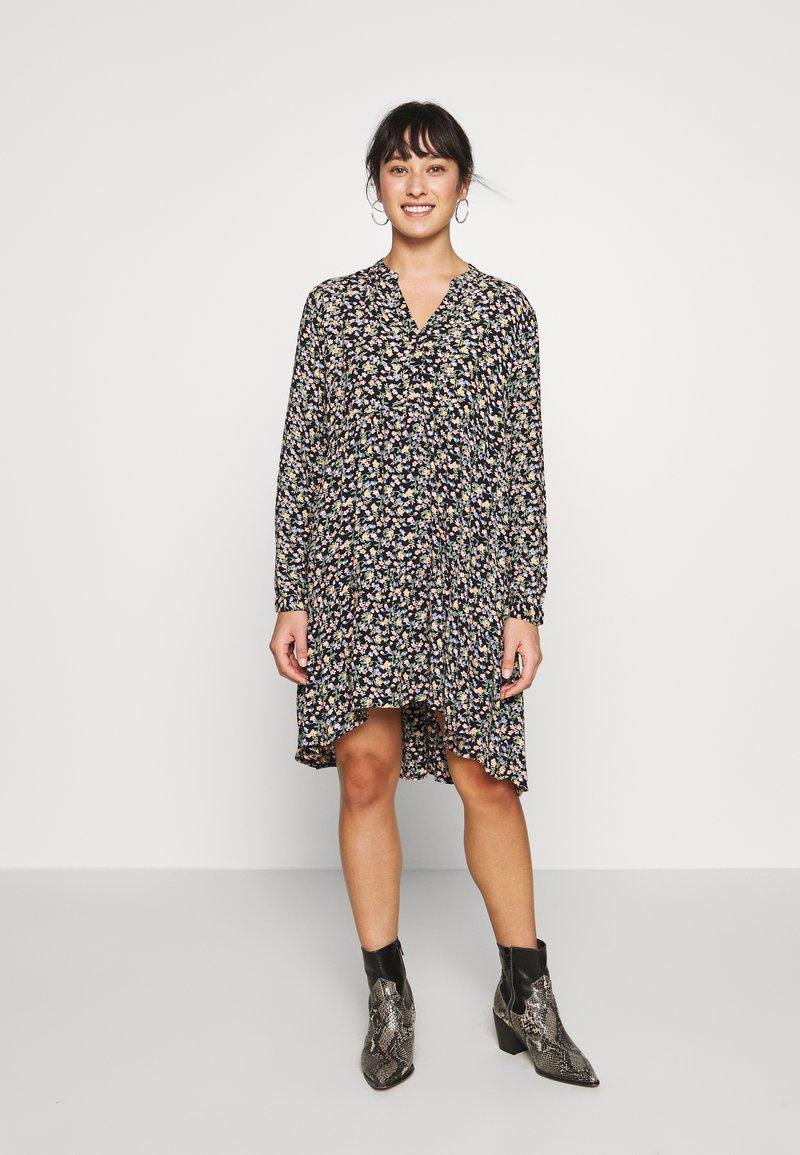 Pieces Petite - PCFRYA DRESS - Korte jurk - black