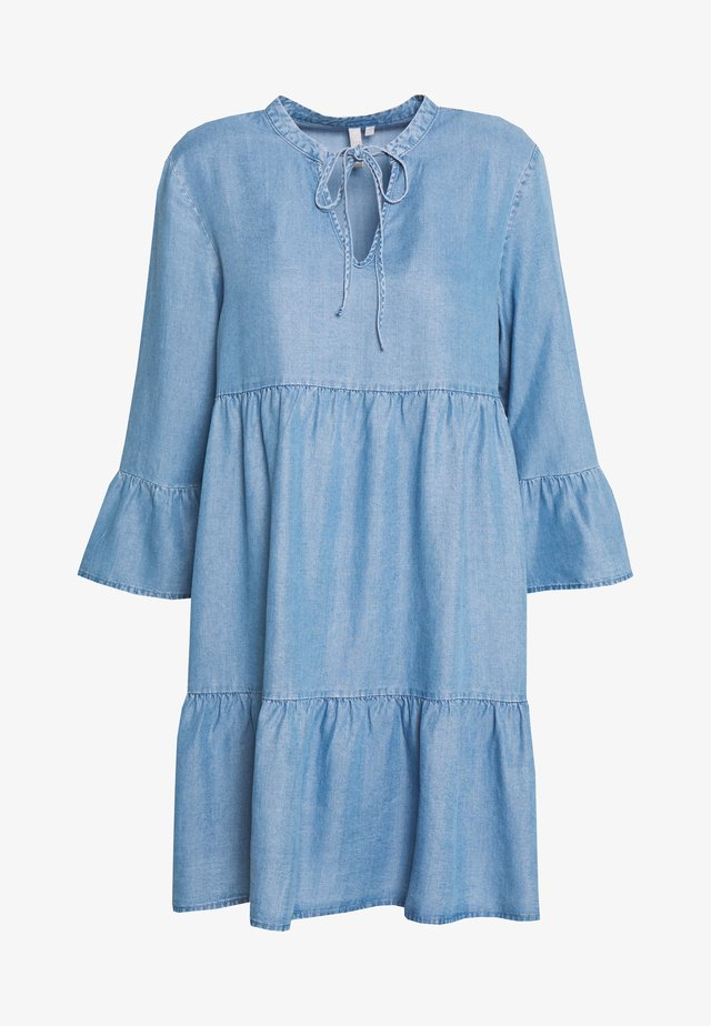 PCWHY ABBY 3/4 DRESS - Vardagsklänning - light blue denim