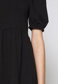 Pieces Petite - PCTERESE - Denní šaty - black - 4