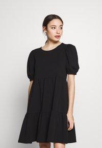 Pieces Petite - PCTERESE - Denní šaty - black - 0