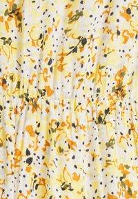 Pieces Petite - PCSUNNY WRAP DRESS - Day dress - popcorn - 2