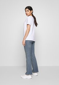 Pieces Petite - SINGLE TEE - T-shirt print - bright white - 2
