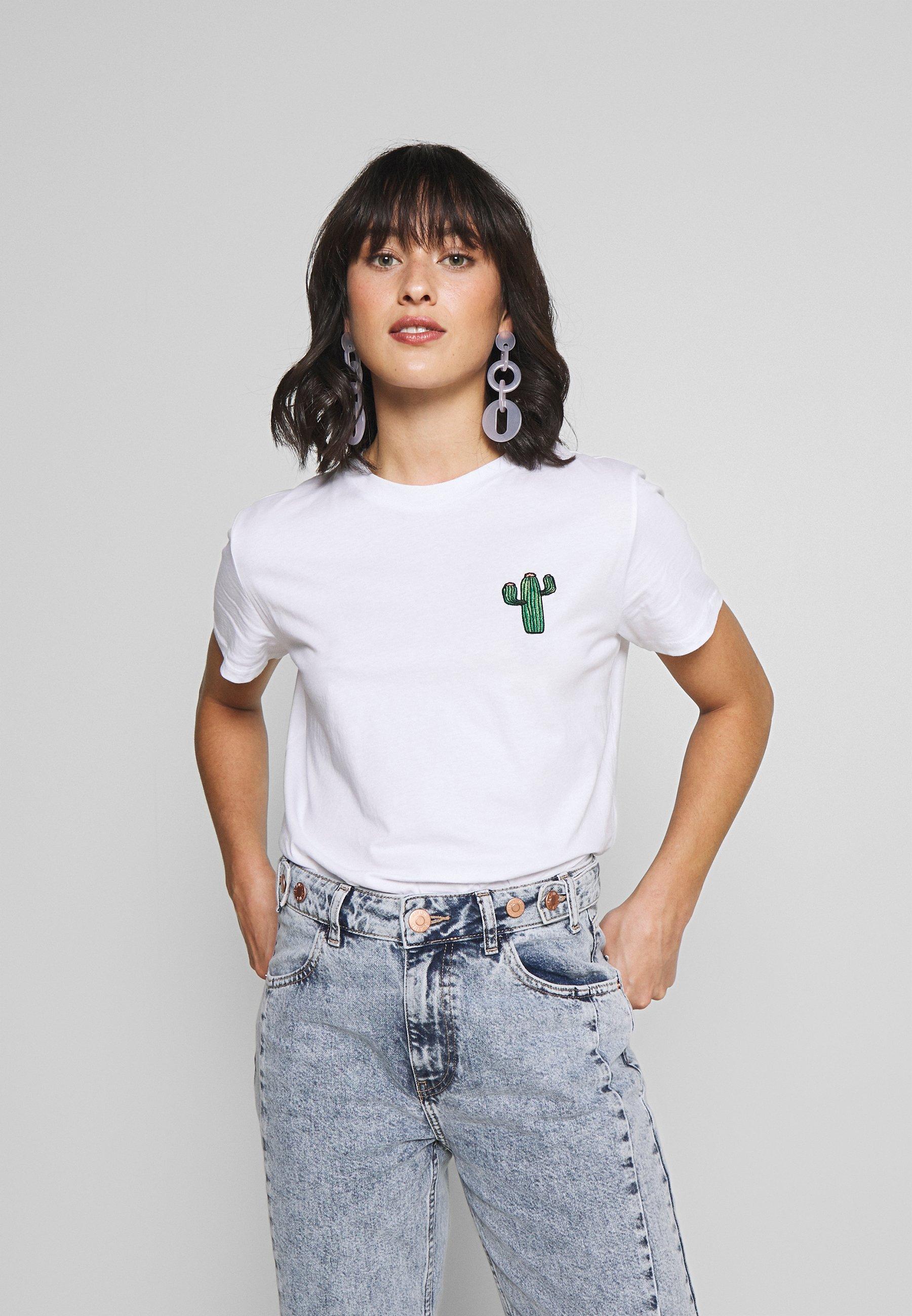 Pieces Petite T-shirt z nadrukiem - bright white/cactus