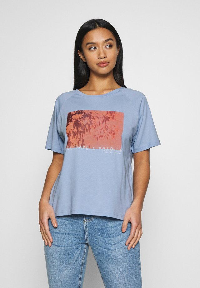PCANALU PRINT TEE IF PETITE  - Print T-shirt - kentucky blue