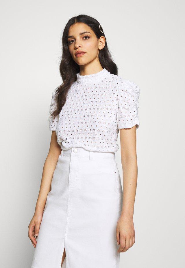 PCCHRISTY  - T-shirt z nadrukiem - bright white