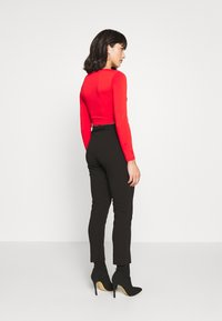 Pieces Petite - PCJIANNA CROPPED - Topper langermet - high risk red - 2
