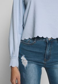 Pieces Petite - PCAUDREY IF PETITE - T-shirt à manches longues - kentucky blue - 4