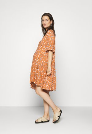 PCMBECCA DRESS - Vestido camisero - sunburn