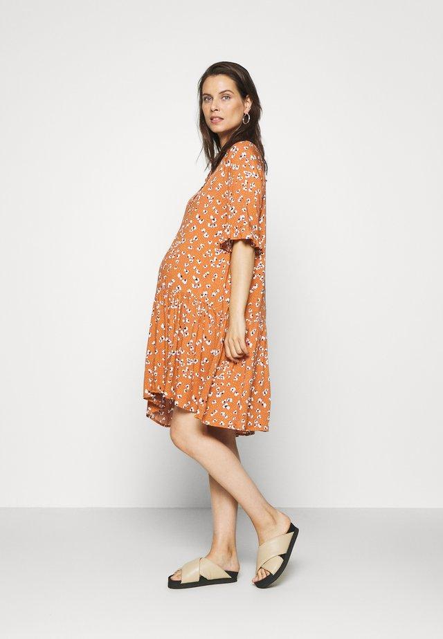 PCMBECCA DRESS - Skjortekjole - sunburn