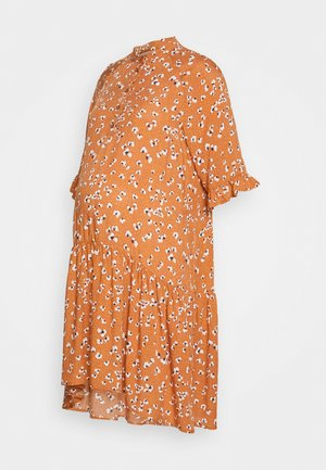 PCMBECCA DRESS - Košilové šaty - sunburn
