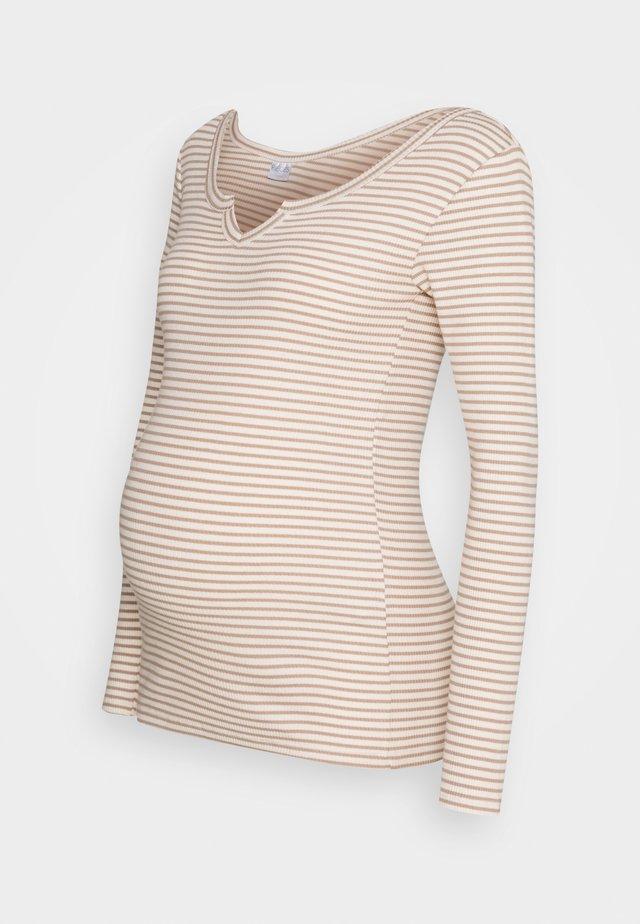 PCMBANO - Langærmede T-shirts - whitecap gray/natural