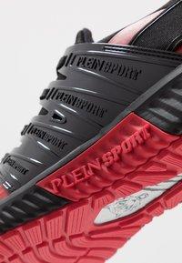 Plein Sport - RUNNER UNSTOPPABLE - Sneaker low - black/red - 6