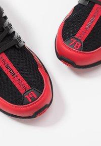 Plein Sport - RUNNER UNSTOPPABLE - Sneaker low - black/red - 5