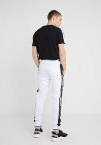 Plein Sport - JOGGING TROUSERS  - Jogginghose - white - 2