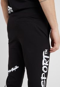 Plein Sport - JOGGING TROUSERS CROSS TIGER - Pantalon de survêtement - black - 3