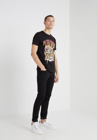 Plein Sport - ROUND NECK TIGER - T-shirt print - black