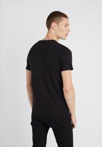 Plein Sport - ROUND NECK TIGER - T-shirt med print - black - 2