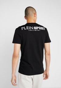 Plein Sport - ROUND NECK - T-shirt print - black - 2