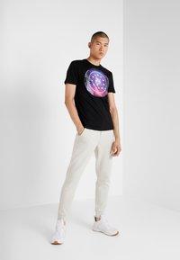 Plein Sport - ROUND NECK - T-shirt print - black - 1