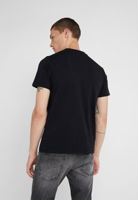Plein Sport - ROUND NECK TIGER - T-shirt con stampa - black - 2