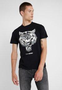 Plein Sport - ROUND NECK TIGER - T-shirt con stampa - black - 0
