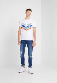Plein Sport - ROUND NECK STATEMEN - T-shirt med print - white - 1