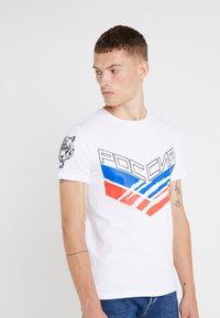 Plein Sport - ROUND NECK STATEMEN - T-shirt med print - white - 0