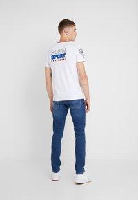 Plein Sport - ROUND NECK STATEMEN - T-shirt med print - white - 2