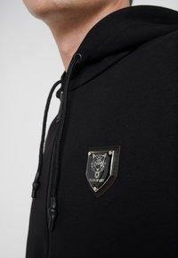Plein Sport - HOODIE STATEMENT - Strikjakke /Cardigans - black - 4