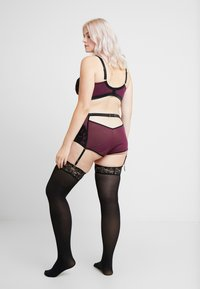 Playful Promises - HEDY HIGH WAIST SUSPENDER BRIEF - Culotte - plum - 2
