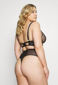 Playful Promises - FENELLA GRAPHIC LINES WITH EYELASH - String - black - 2