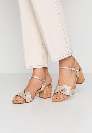 Sandalias - plaino
