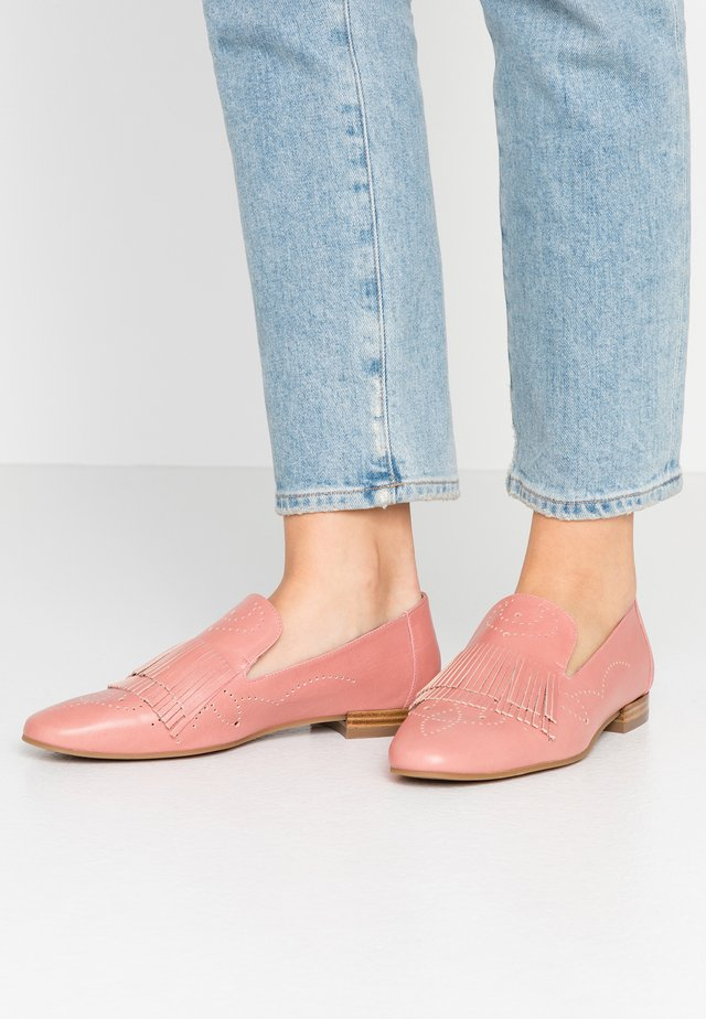 Loaferit/pistokkaat - nature rosa antico