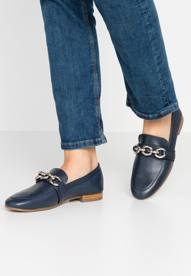 Loaferit/pistokkaat - nature navy