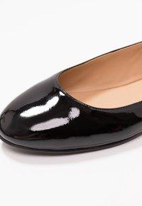Polo Ralph Lauren - KINSLEY FLATS CASUAL - Ballerine con cinturino - black - 2