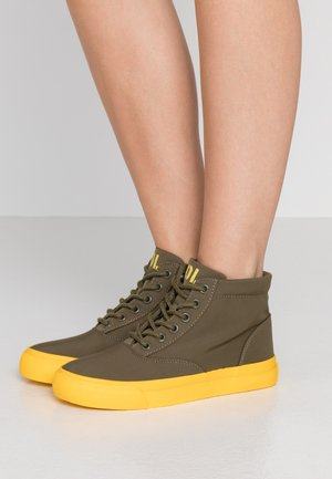 High-top trainers - military/yellow